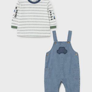 Salopette jeans e t-shirt